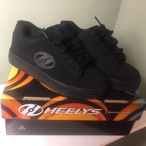 Heelys. Youth 3. Black. Like new condition.